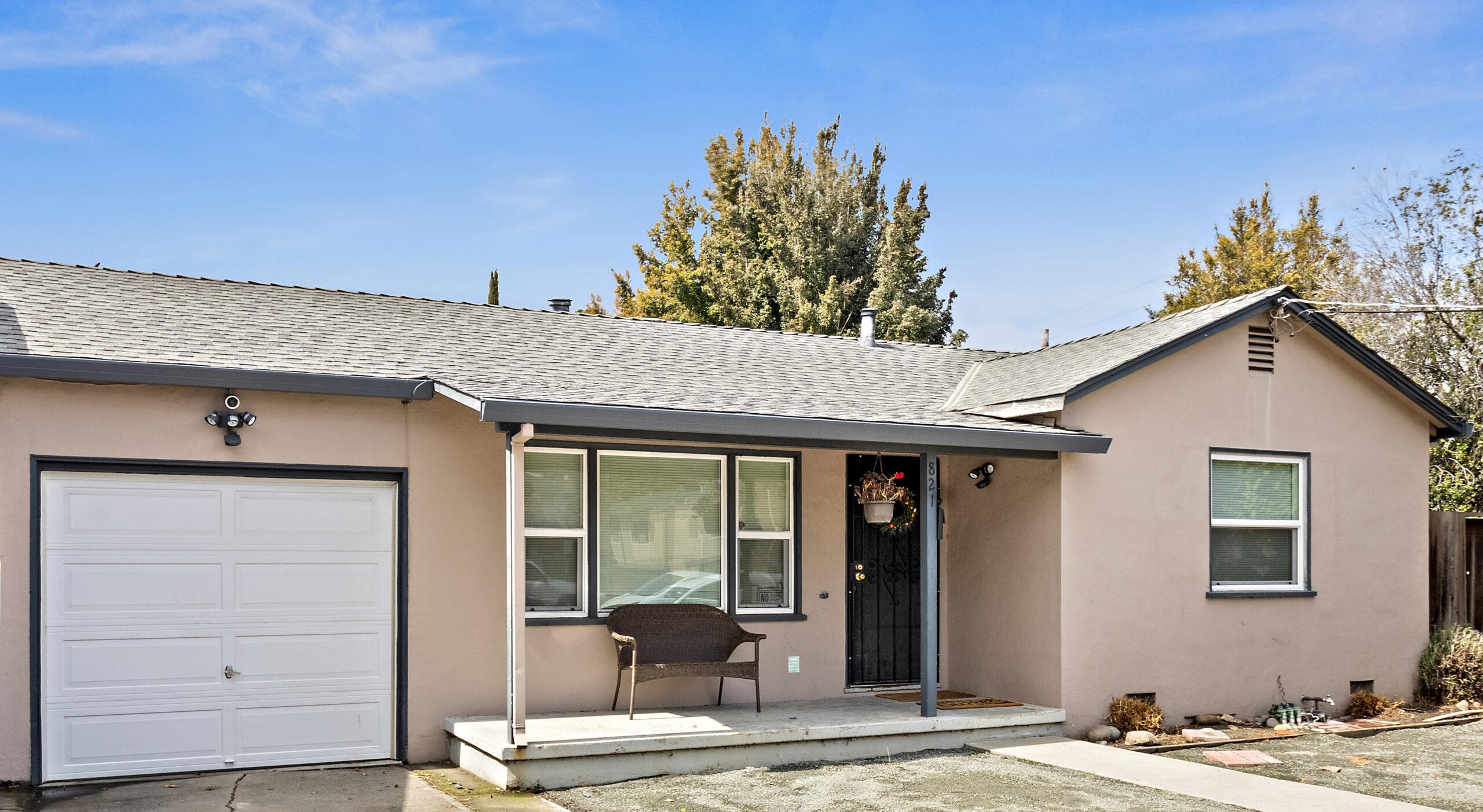 821-837 Northrup Street front yard